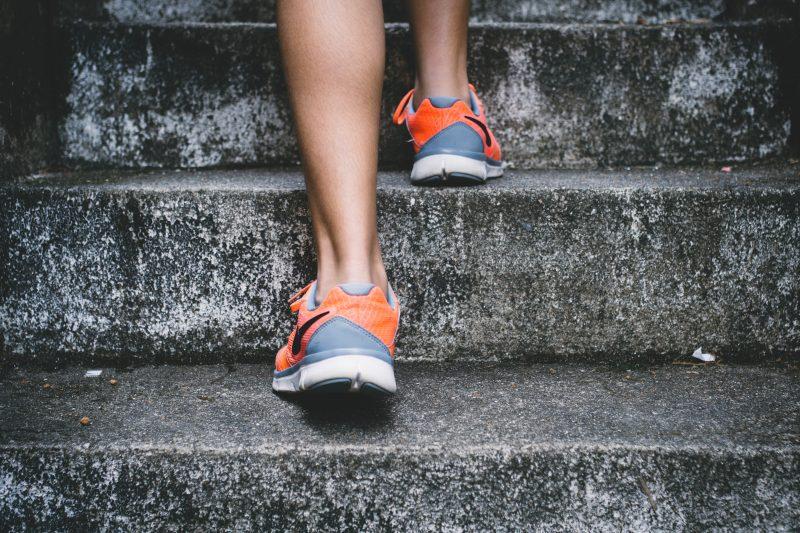 Újévi fogadalmak - Lépcsőn futó ember